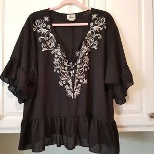 Ariat xl black and white ruffled blouse w keyhole